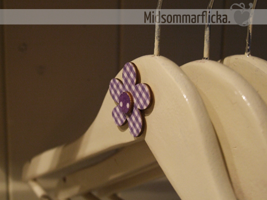 Painted Clothes Hangers For Some Fun At The Coat Rack « Midsommarflicka   So, it was weekend. And I was bored.