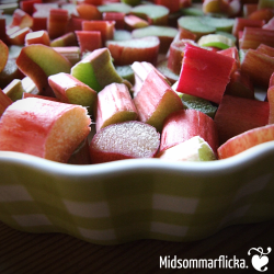 Rhubarb Crumble | so quick'n'easy « Midsommarflicka | So, it was weekend. And I was bored.
