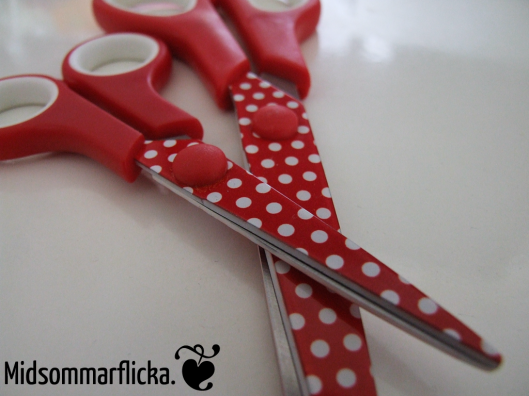 Polka Dot Scissors « Midsommarflicka | So, it was weekend. And I was bored.