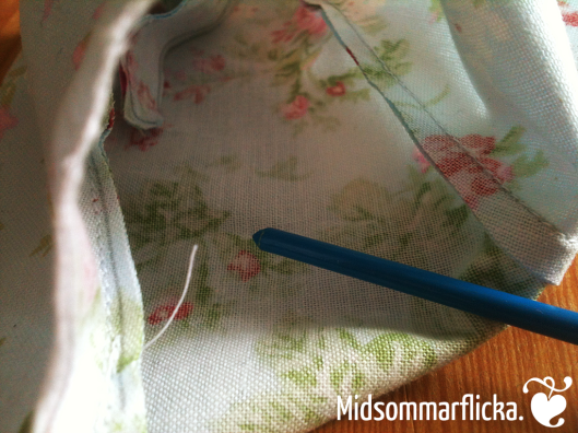 sewing a bunting « Midsommarflicka | So, it was weekend. And I was bored.