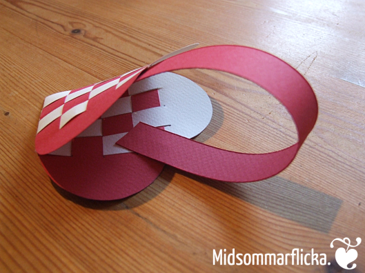 How to fold Danish Julehjerte { Pleated Christmas Hearts } « Midsommarflicka | So, it was weekend. And I was bored.